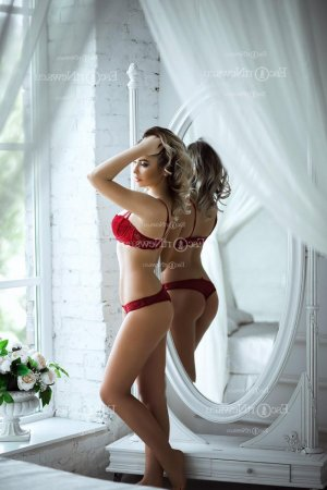Nahyla independent escorts in Williston