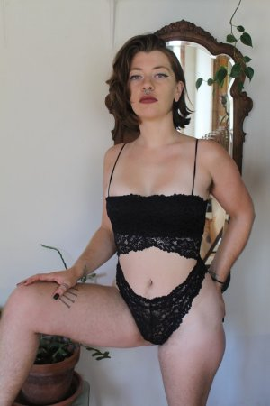 Ebtissem outcall escort in Scotts Valley