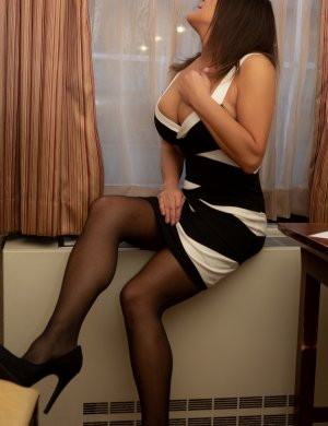 Marie-nicole escort girl in Dunwoody GA