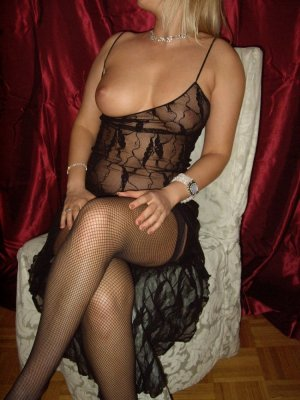 Fadilah escort girl in Clayton